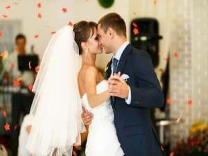 Wedding Couple Dancing 400x 300